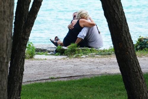 Nasocial, crie o melhor momento para beijar o pescoco