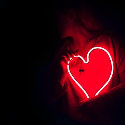 Amor verdadeiro x amor falso: veja as diferenças